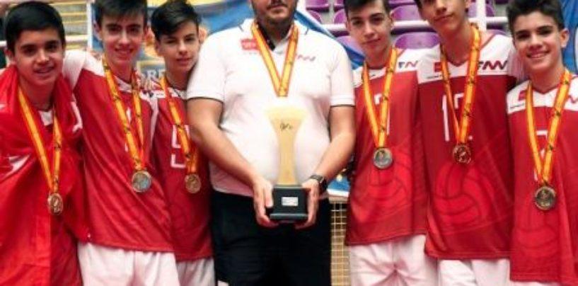 Suma de Campeonas: Doble Campeones de Madrid Alevin, Campeones de 2ª División y Campeones de España