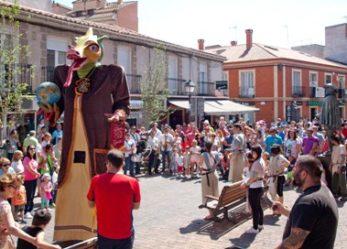 Leganés celebra la fiesta infantil 'A hombros de gigantes', en la que los niños dejarán su chupete a la dragona Gaya