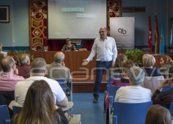 El leganense Carlos Arroyo presenta su tercera novela: El reflejo infinito