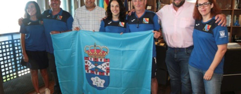 La tiradora del Club Arqueros de Leganés María Parra, recibida por el alcalde y el Concejal de Deportes antes de partir al Campeonato del Mundo