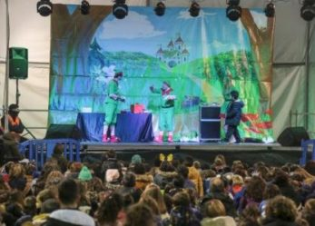 Leganés despide el año tomando las preuvas en la Plaza Mayor en una noche con actuaciones de música, danza y monólogos
