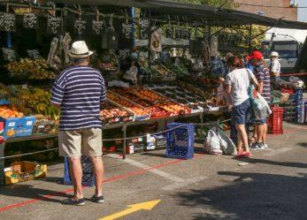 Reabren los mercadillos de Leganés con aforo controlado, la mitad de los puestos y medidas de seguridad