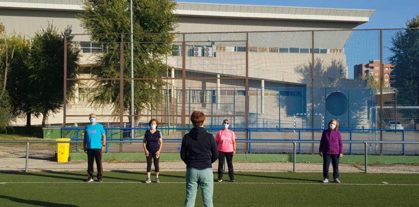 El Ayuntamiento de Leganés retoma el programa de Mayores en Forma con grupos reducidos al aire libre y 712 participantes en las instalaciones deportivas
