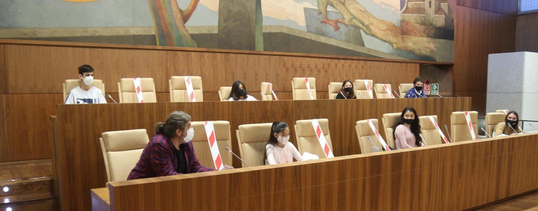 Los niños y niñas de El Consejo de Infancia y Adolescencia trasladan al Gobierno local sus propuestas para mejorar la ciudad